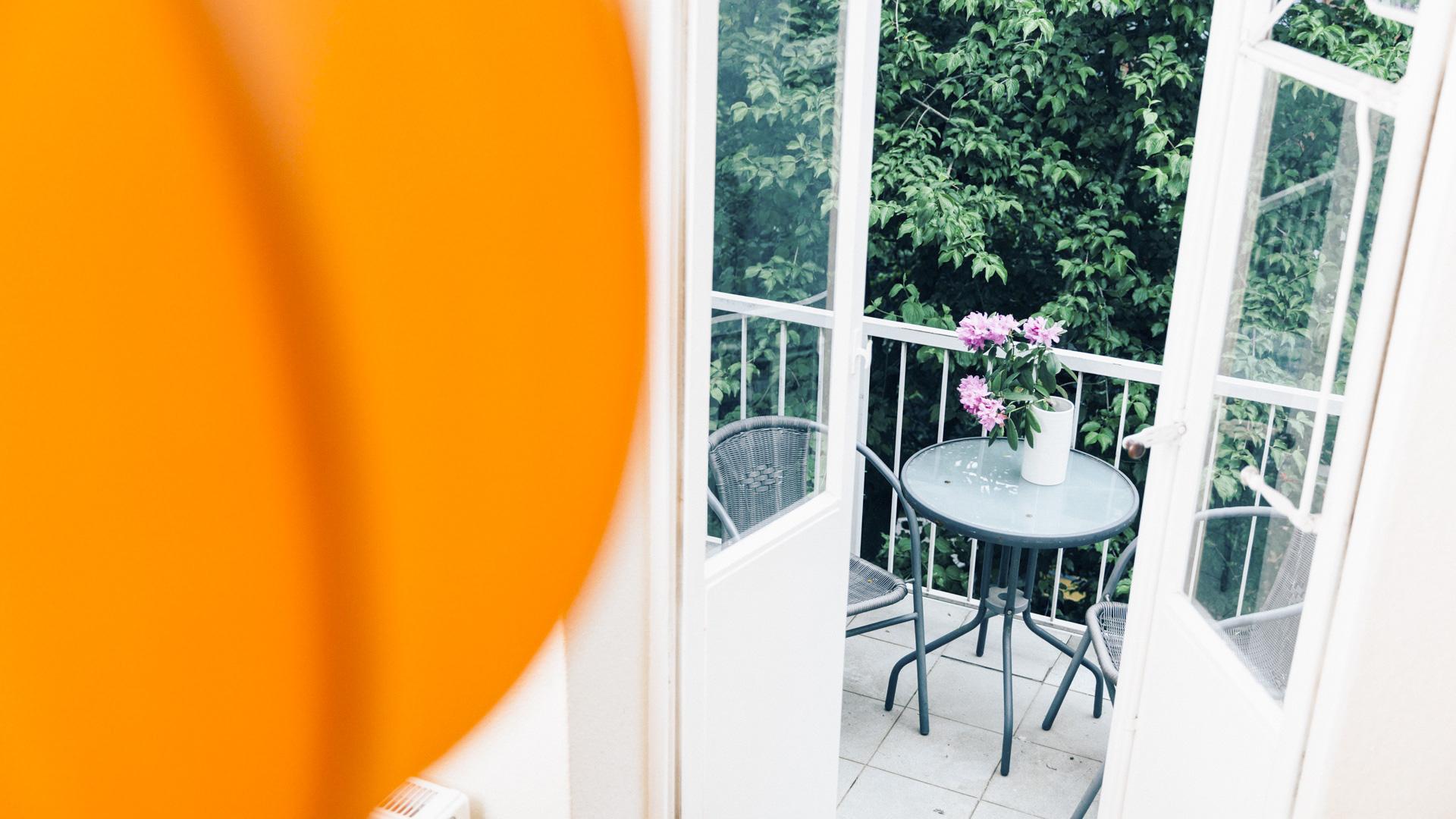 Wartezimmer mit Balkon, Augenarztpraxis Falkenberg Hamburg